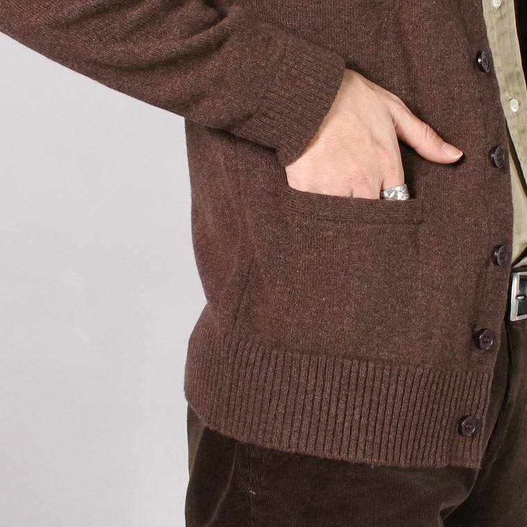 WILLIAM LOCKIE (ウィリアム ロッキー)  LAMBSWOOL 8BUTTON CARDIGAN - MOCHA