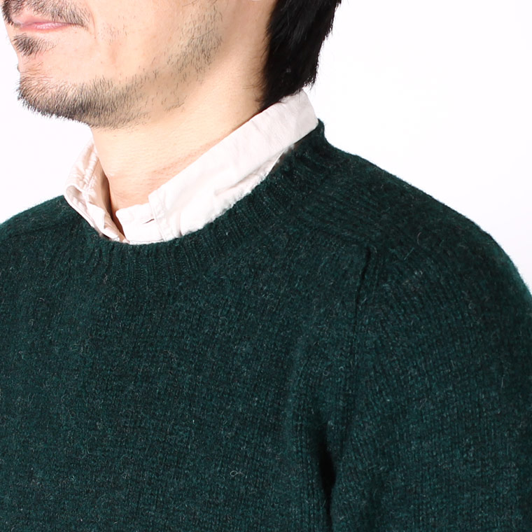 JAMIESON'S (ジャミーソンズ)  SHETLAND PLAIN SADDLE SHOULDER CREW NECK ELBOW SUEDE PATCH - 292 PINE FOREST_17 BROWN SUEDE